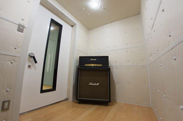 スタジオ風景その2 ギター、ヴォーカル用のブース