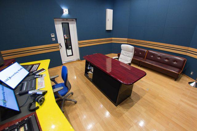 スタジオ風景その4 清潔で開放感のあるコントロールルーム
