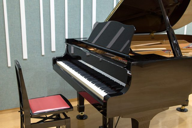 YAMAHA Grand piano C3