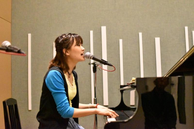 潤雅(yuna)さんピアノ弾き語り